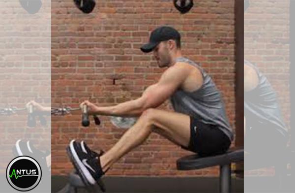 حرکت جلو بازو تمرکزی نشسته با دستگاه
